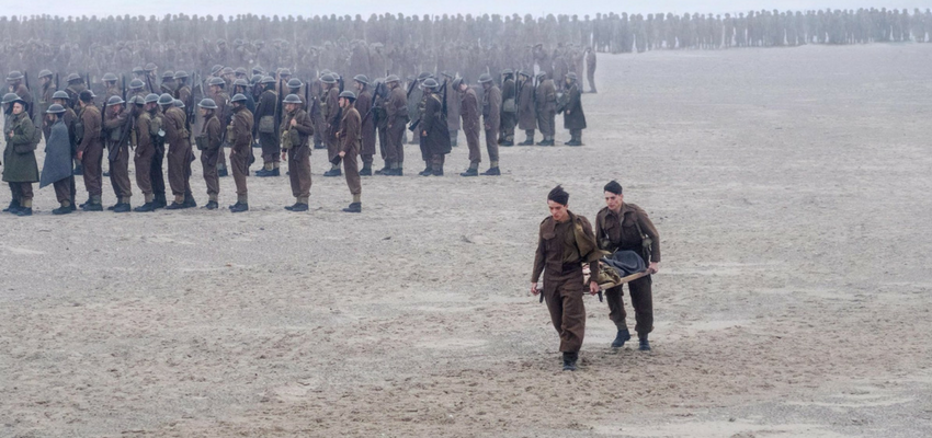 Image of Dunkirk movie scene: soldiers on beach